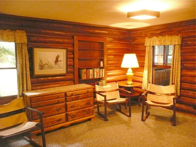 Alder bedroom sitting area