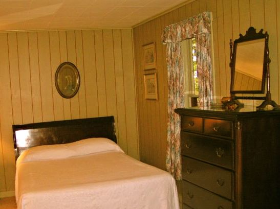 king and 1 twin bed in Hemlock